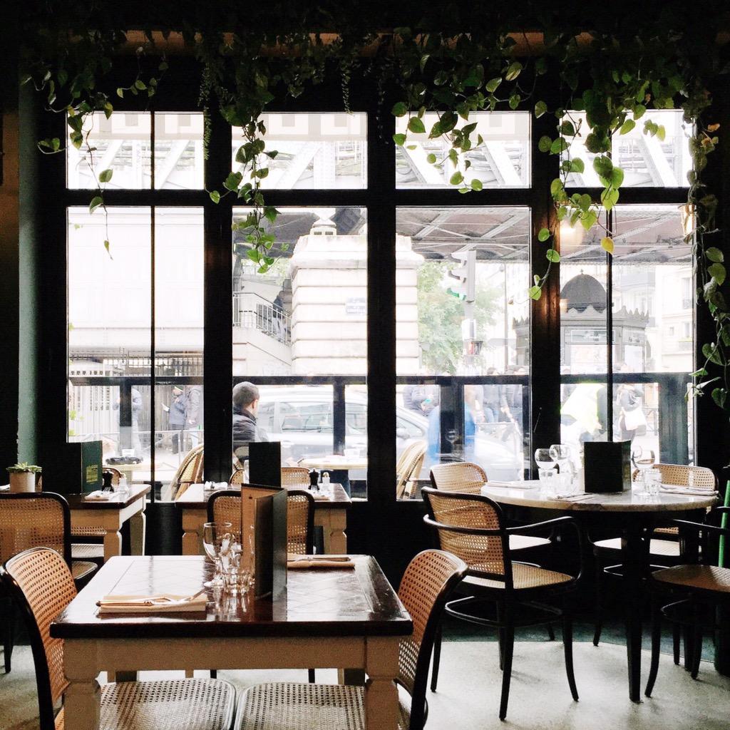 Brasserie Barbès interior